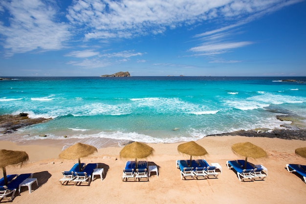 Ibiza cala conta comte spiaggia a sant josep Foto Premium
