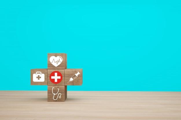 Idea minima di concetto circa dell'assicurazione sanitaria e medica, organizzando l'impilamento del blocco di legno con l'assistenza sanitaria dell'icona medica su fondo blu Foto Premium