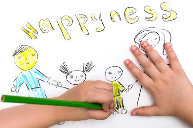 Il bambino dipinge uno schizzo della famiglia Foto Premium