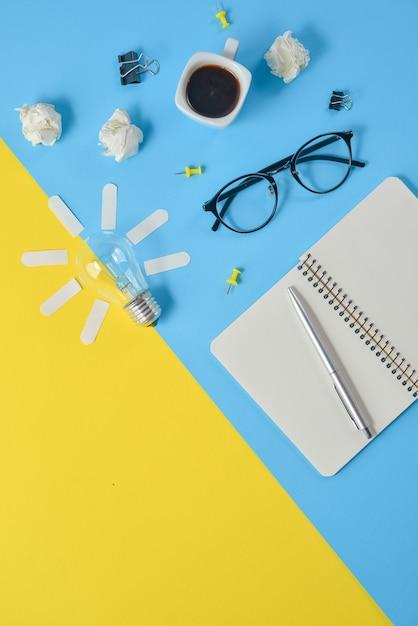 Il brainstorming concettuale ancora vita Foto Premium