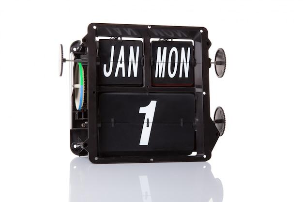 Il calendario meccanico retro data 1 gennaio, su sfondo bianco isolato. Foto Premium