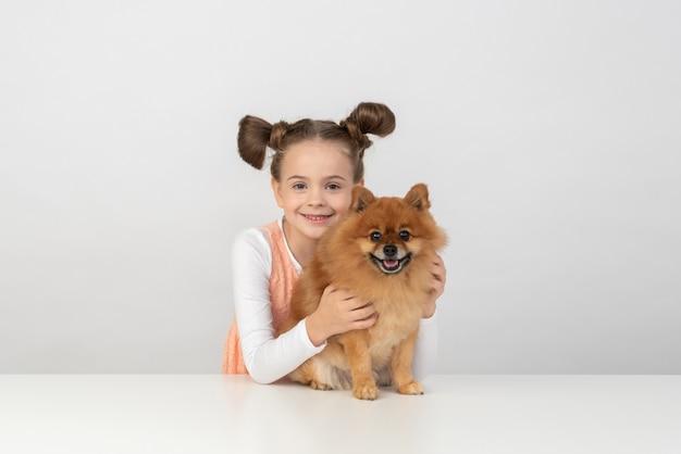 Il cane non è solo il mio animale domestico, è mio amico Foto Premium