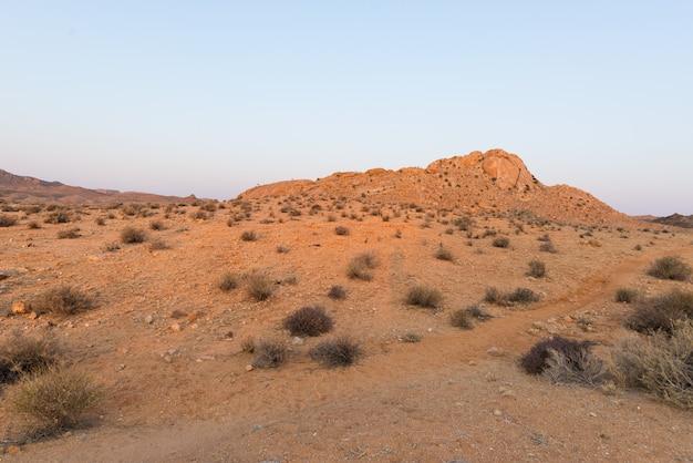 Il deserto del namib al tramonto, aus, namibia, africa Foto Premium