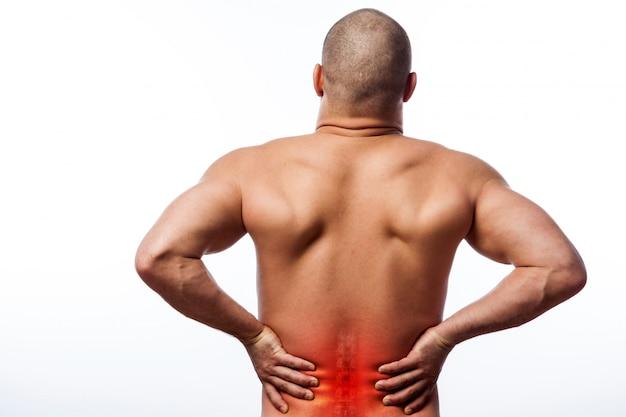 Il fisico sportivo giovane uomo calvo tiene una schiena malata Foto Premium