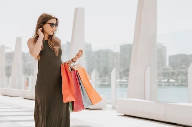 Il giovane modello è andato a fare shopping Foto Gratuite