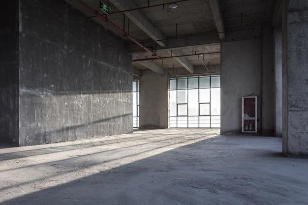 Il moderno edificio commerciale vuoto Foto Premium