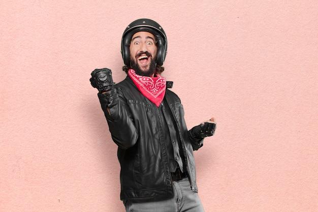 Il motociclista celebra una vittoria Foto Premium