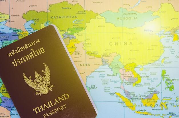 Il passaporto tailandese mette sulla mappa dell'asia Foto Premium
