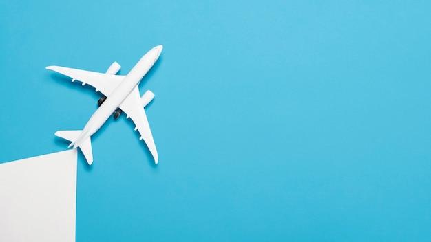 Il piano non pone alcun concetto di vacanza con l'aereo Foto Gratuite
