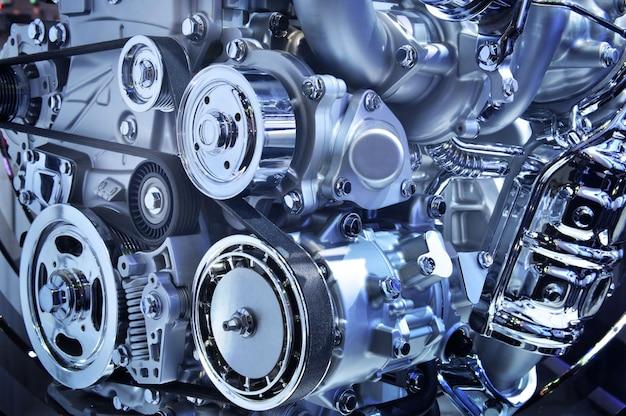 Il potente motore di un'auto, tonalità di colore blu Foto Premium