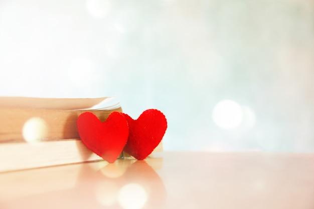 Il simbolo del cuore è un segno sullo sfondo per le occasioni Foto Gratuite