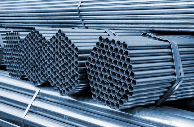 Il tubo in acciaio cava Foto Premium