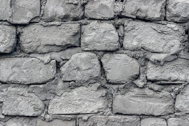 Il vecchio muro è fatto di blocchi di cemento cellulare. avvicinamento Foto Premium