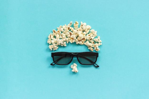 Immagine astratta di spettatore, occhiali 3d e popcorn su sfondo blu. Foto Premium