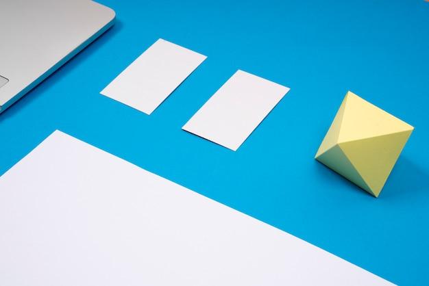 Immagine del modello del biglietto da visita in blu Foto Premium