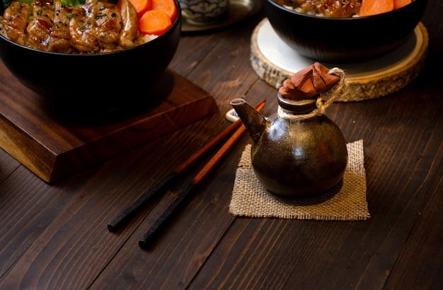 Immagine della bottiglia di salsa teriyaki in stile cinese Foto Premium