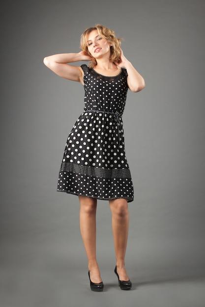 Immagine della donna adorabile in vestito Foto Premium