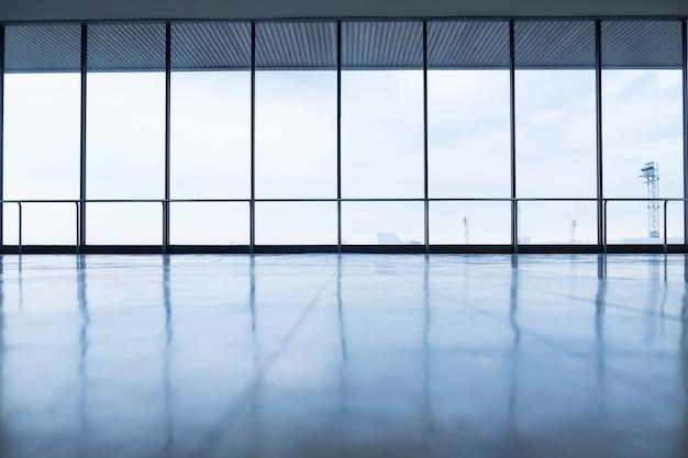 Immagine di finestre in morden edificio per uffici Foto Gratuite