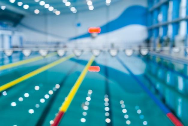 Immagine sfocata della piscina con effetto bokeh Foto Gratuite