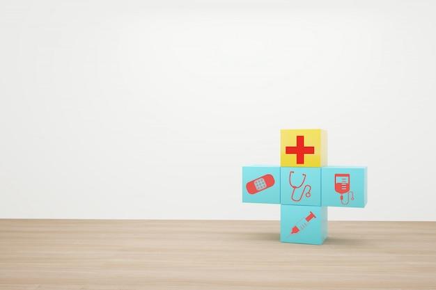Impilamento blu del blocco con l'assistenza sanitaria dell'icona medica su legno Foto Premium
