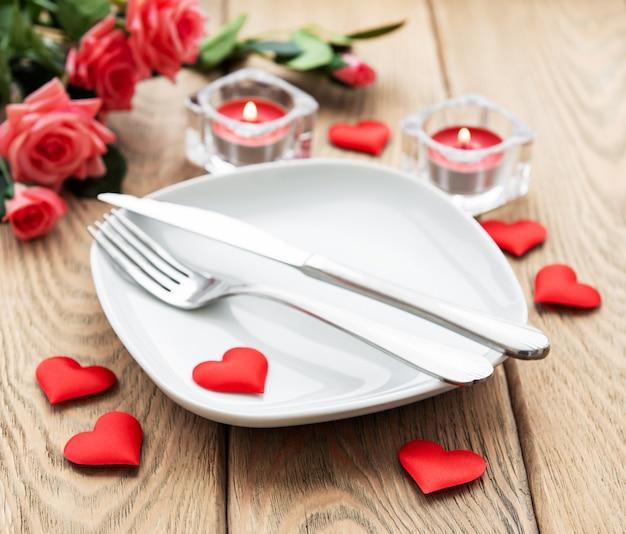 Impostazione della tabella per gli amanti Foto Premium