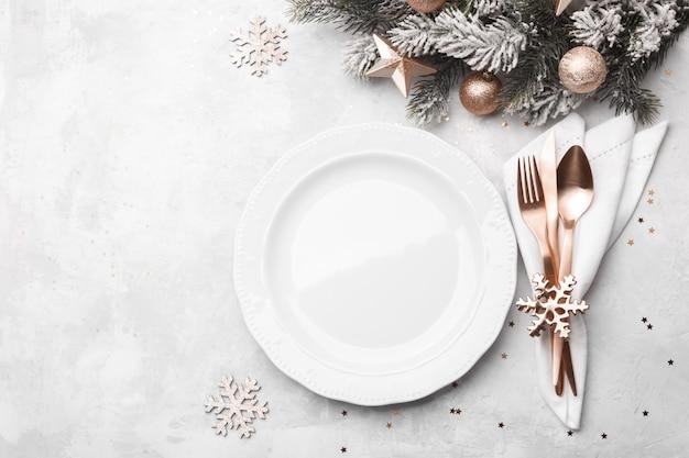 Impostazione della tavola di natale o capodanno Foto Premium