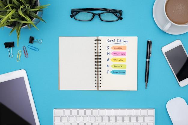 Scrivania Ufficio Blu : Impostazione intelligente dell obiettivo con l ufficio per la