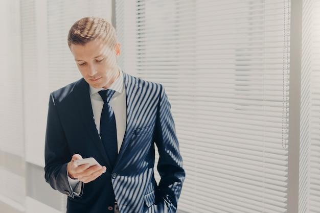 Imprenditore in abito costoso Foto Premium