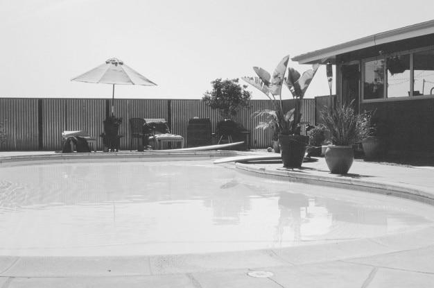 In bianco e nero piscina scaricare foto gratis for Piscina fondo nero