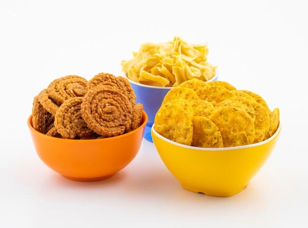 Indian street snack masala khari papdi con besan papri o chakli Foto Premium
