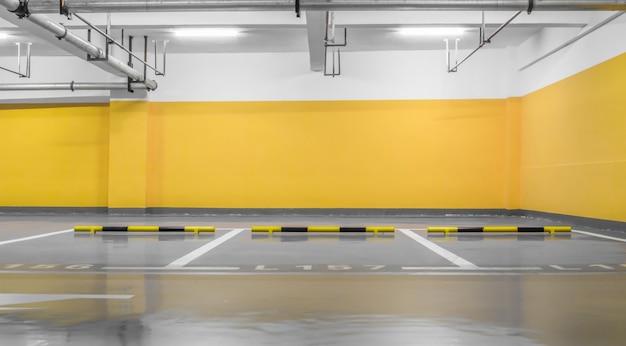 Industria sotterraneo veicolo notte illuminata Foto Gratuite