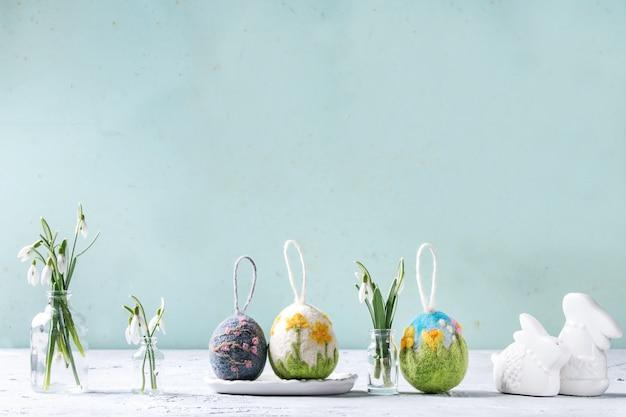 Infeltrimento delle uova di pasqua Foto Premium