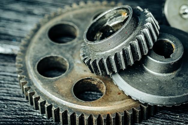 Ingranaggi di una vecchia macchina industriale Foto Premium