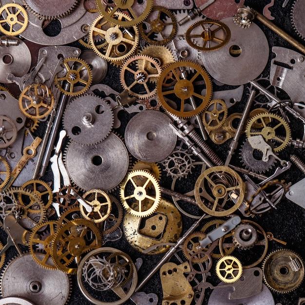 Ingranaggi sul tavolo Foto Gratuite