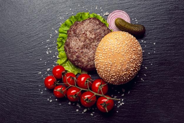 Ingredienti burger vista dall'alto Foto Gratuite