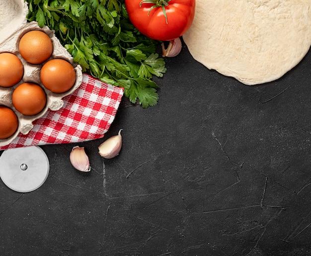 Ingredienti copia-spazio per la pizza Foto Gratuite