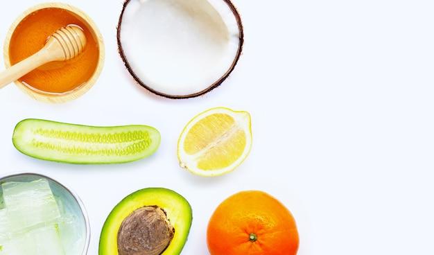 Ingredienti naturali per la cura della pelle fatta in casa. Foto Premium