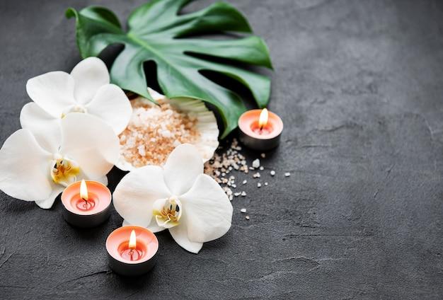 Ingredienti naturali spa con fiori di orchidea Foto Premium