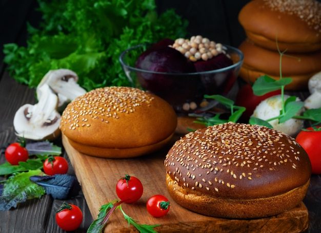 Ingredienti per cucinare hamburger vegetariani Foto Premium