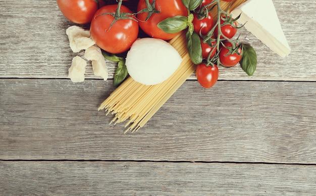 Ingredienti per cucinare la pasta Foto Gratuite