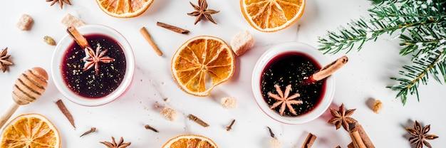 Ingredienti per vin brulè cocktail con spezie Foto Premium