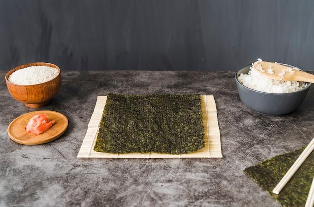 Ingredienti sul tavolo di cottura Foto Gratuite