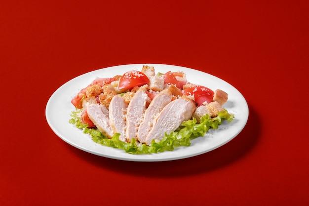 Insalata caesar con pollo per il menu Foto Premium