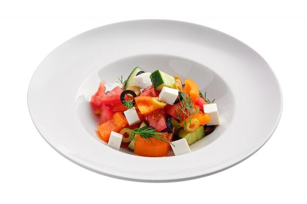Insalata con pomodoro fresco, cetriolo, pepe, olive e mozzarella Foto Premium