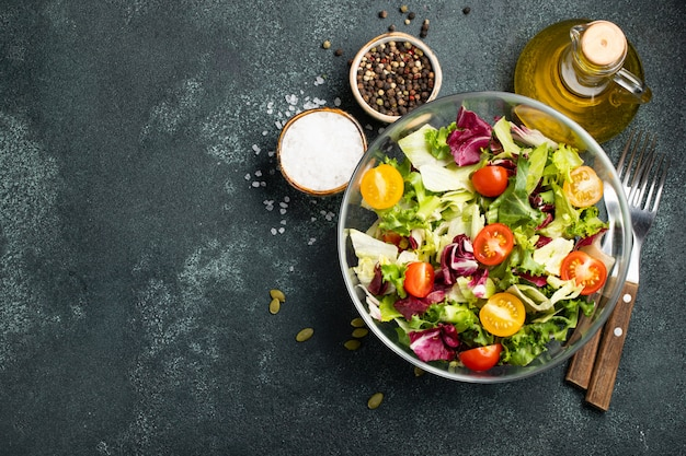 Insalata di verdure sana Foto Premium