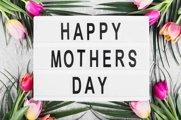 Insegna felice del giorno del `s della madre con i fiori Foto Gratuite