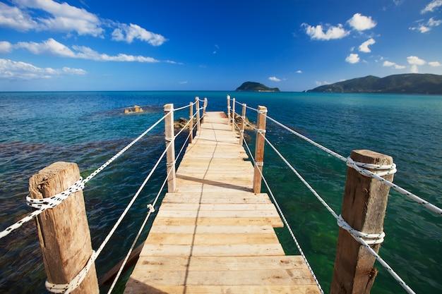 Insummer ponte di legno. Foto Premium