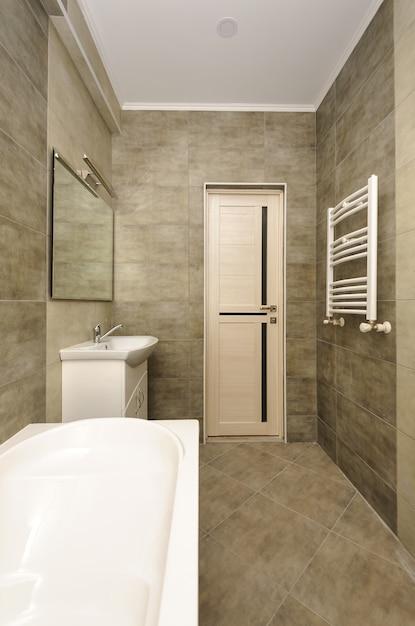 Interno del bagno moderno Foto Premium