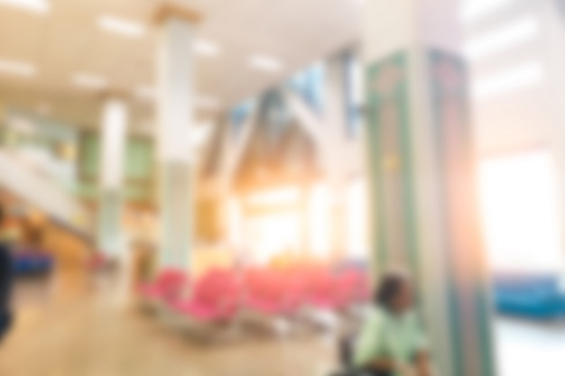 Interno della bella sfuocatura astratta interno dell'ospedale e della clinica di lusso per fondo. Foto Premium