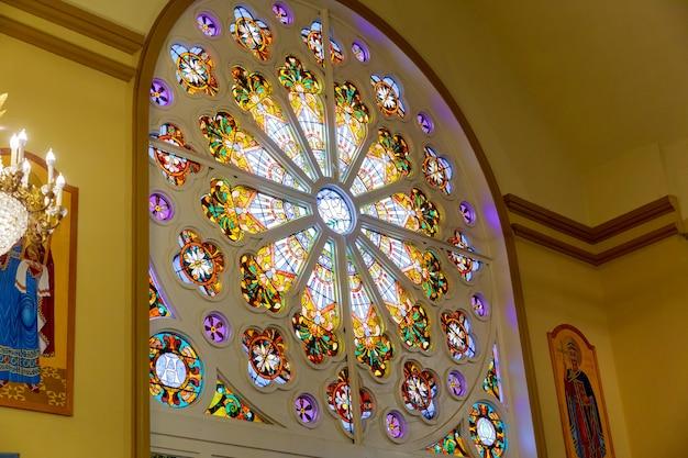 Interno della chiesa del salvatore sul sangue versato a new brunswik nj Foto Premium